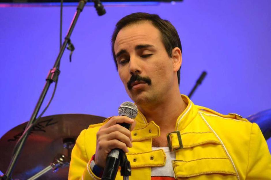 Argentinos da maior banda cover do Queen deram show durante o programa. Veja fotos