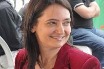 Claudia Laitano em imagem dos bastidores de gravação do Café TVCOM no evento The Best Jump
