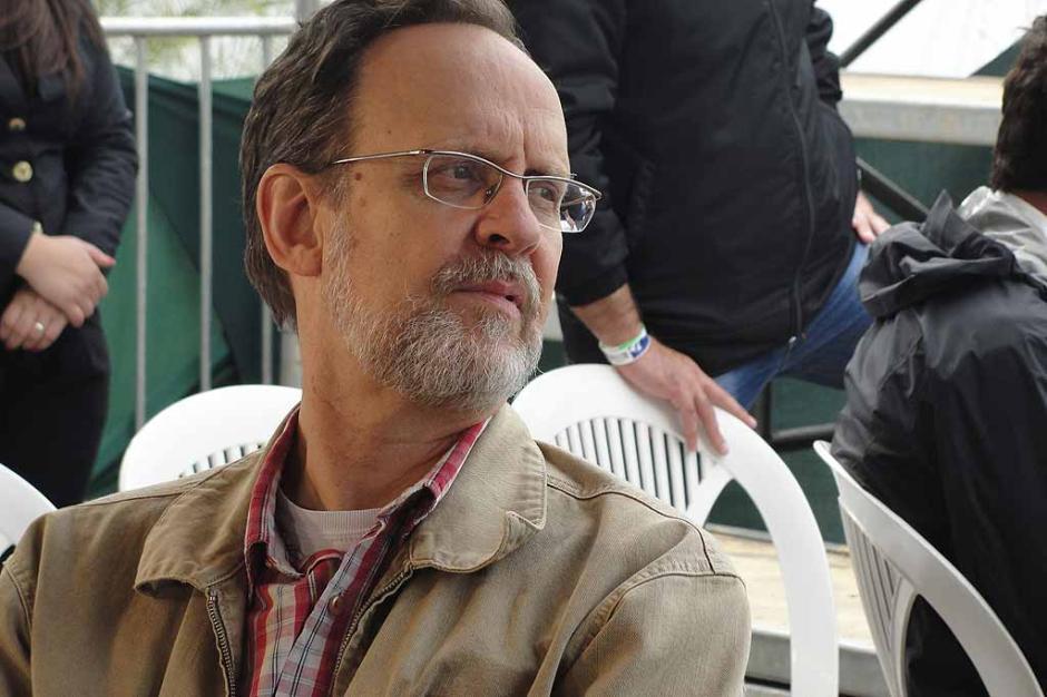 Luís Augusto Fischer em imagem dos bastidores de gravação do Café TVCOM no evento The Best Jump