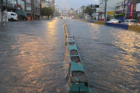 Chuva causa transtornos em Porto Alegre