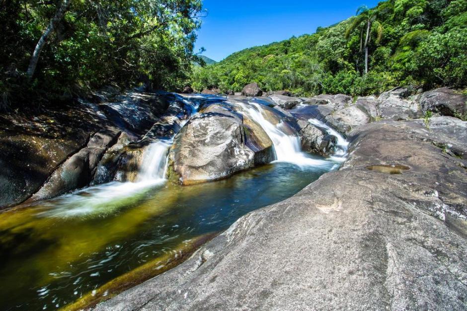 Cachoeiras e paisagens na trilha do RIo Cambirela